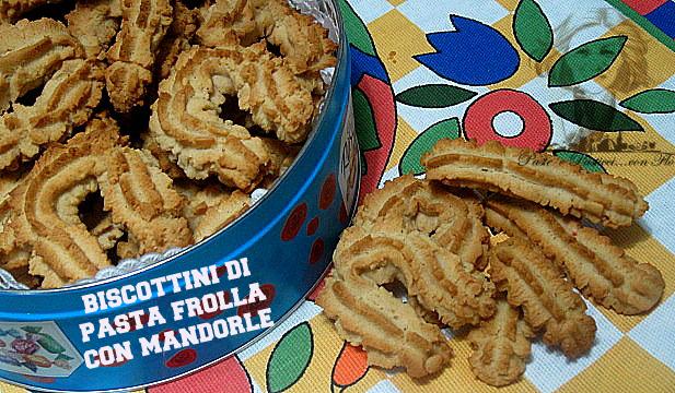 biscottini di pasta frolla con mandorle