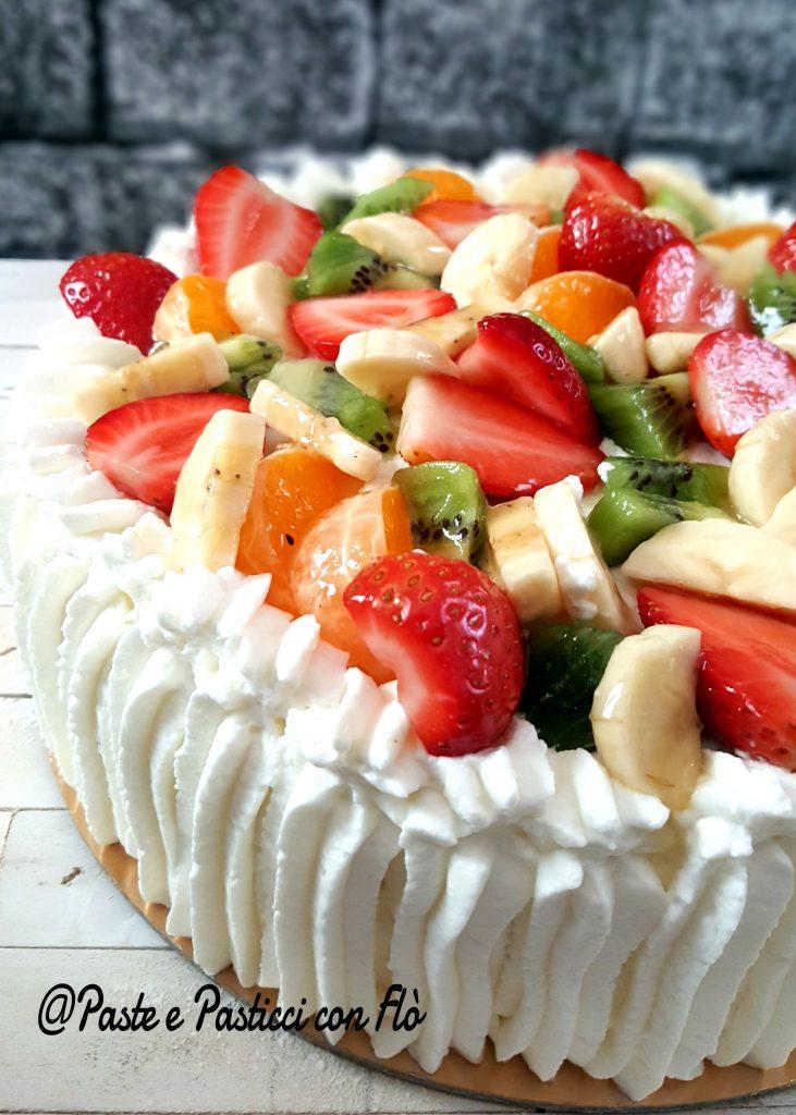 Torta alla frutta con panna e crema diplomatica